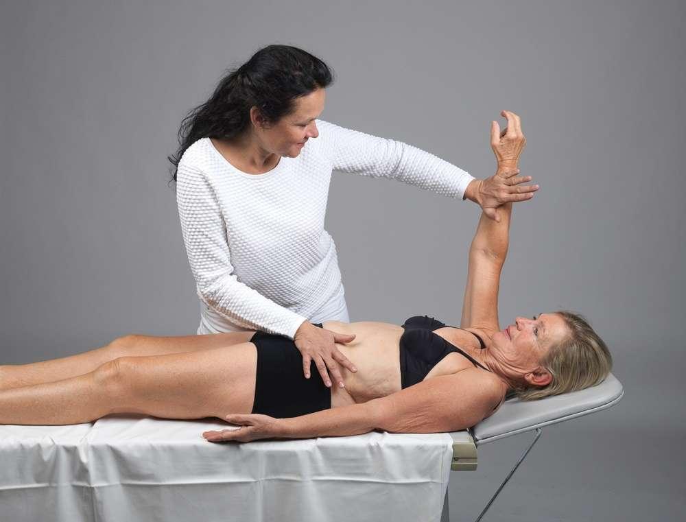Praktische Übungen bei der funktionellen Myodiagnostik (FMD)